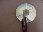 Как сделать медиатор для гитары из cd диска. Фото