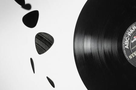Медиатор для гитары из виниловой пластинки