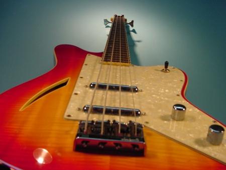 Charvel Surfcaster Bass