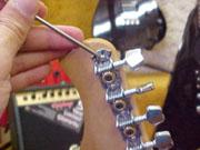 Колки в линию с открытым механизмом (In-line open tuning machines). 7 винтов на полоску