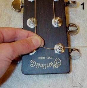 Установка струн на гитару. Шаг 1