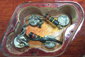 Проводка внутри гитары