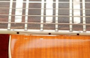 Окантовка грифа на поддельном Les Paul